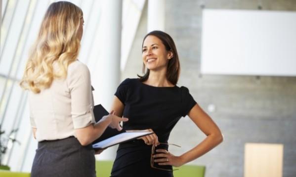mulheres-conversando-escritorio-45141